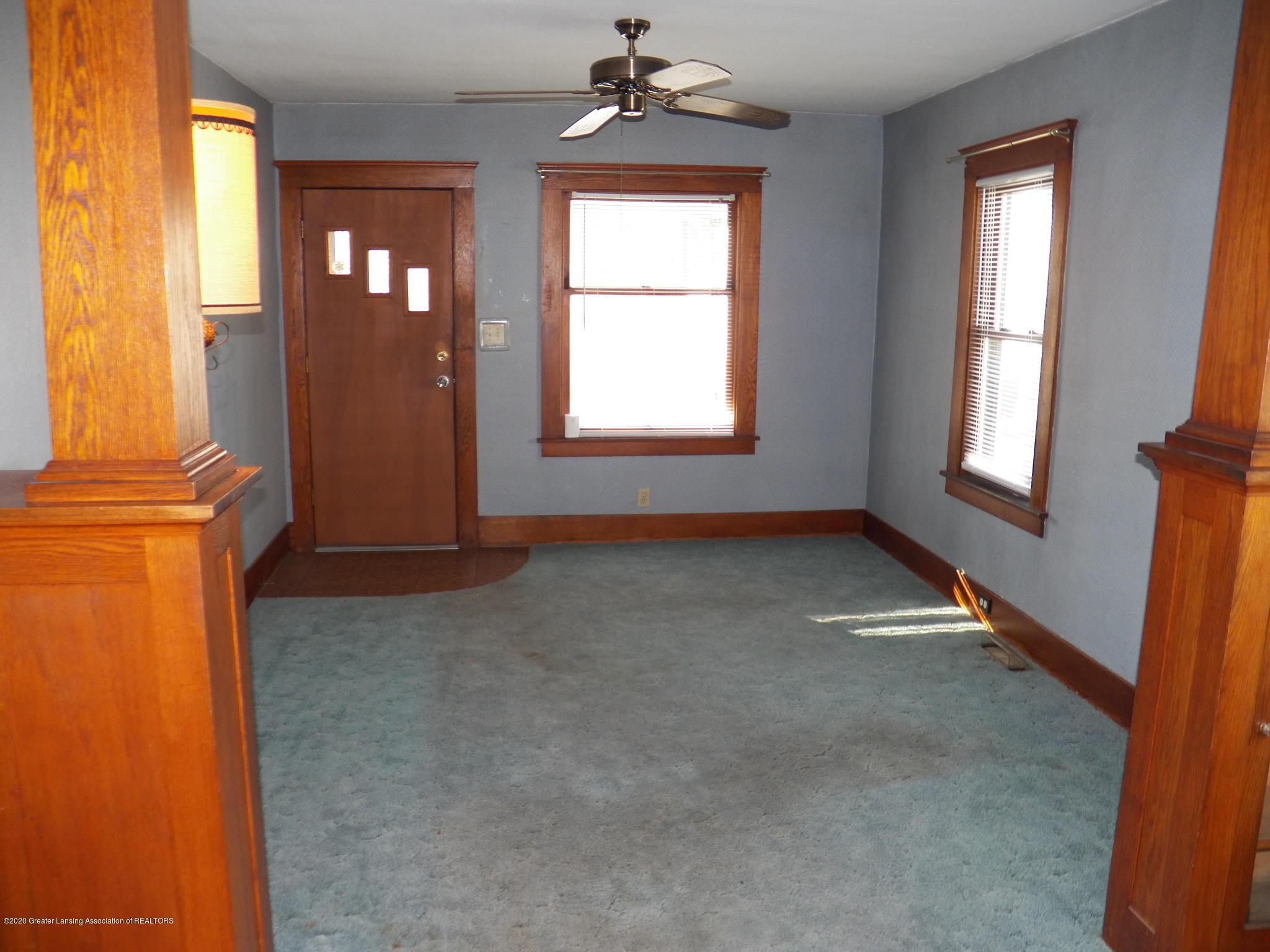 1021 E North St - living room - 4