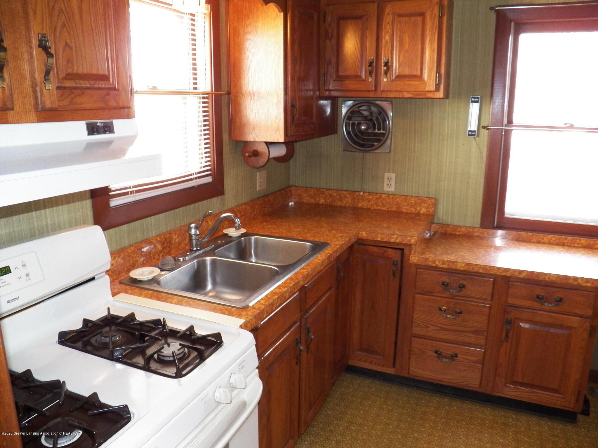1021 E North St - kitchen - 6