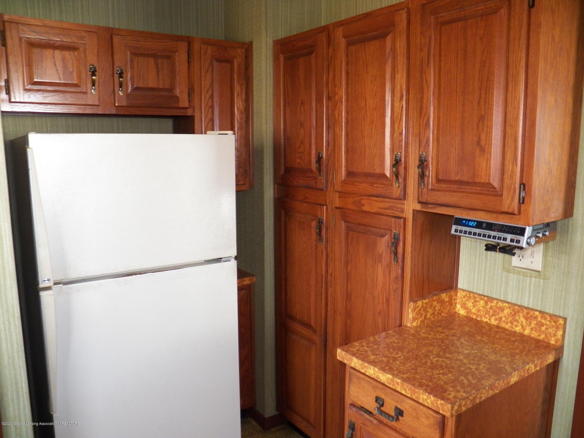1021 E North St - kitchen - 7