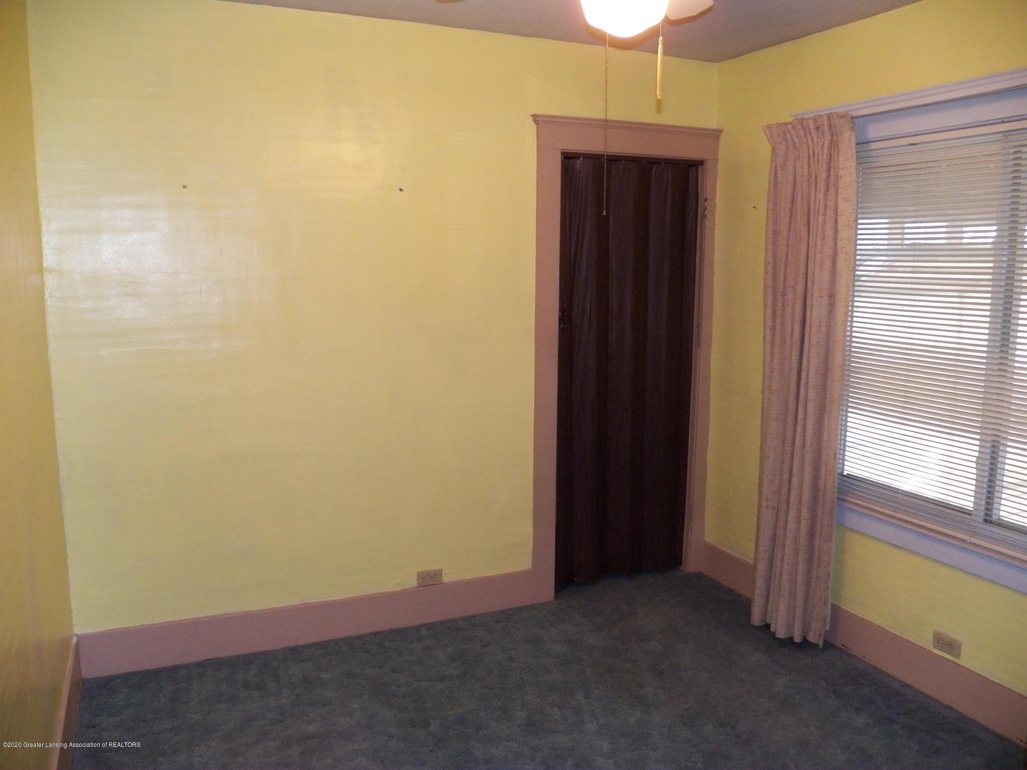 1021 E North St - bed 2 - 9