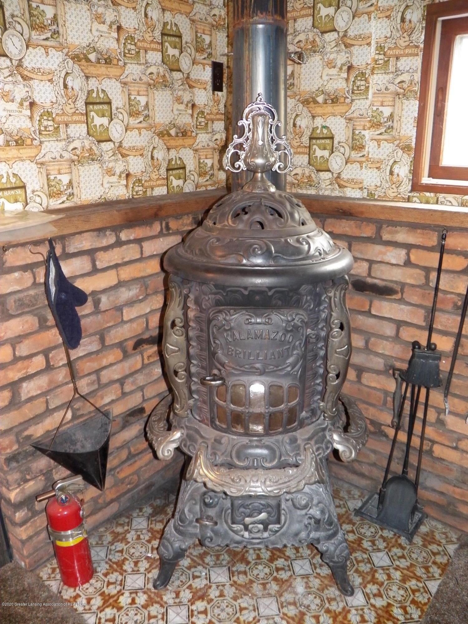 1021 E North St - wood burner - 12