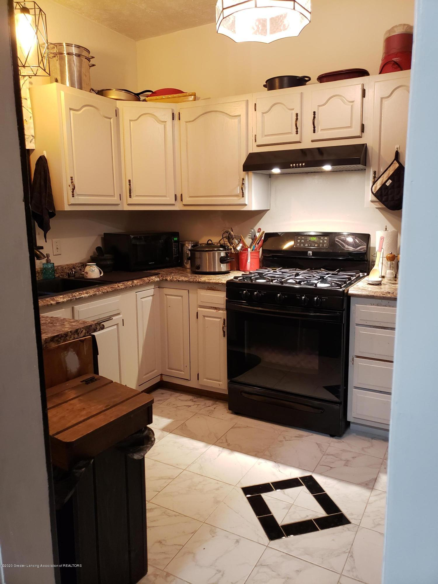 401 Lathrop St - 13 Kitchen (1) - 8