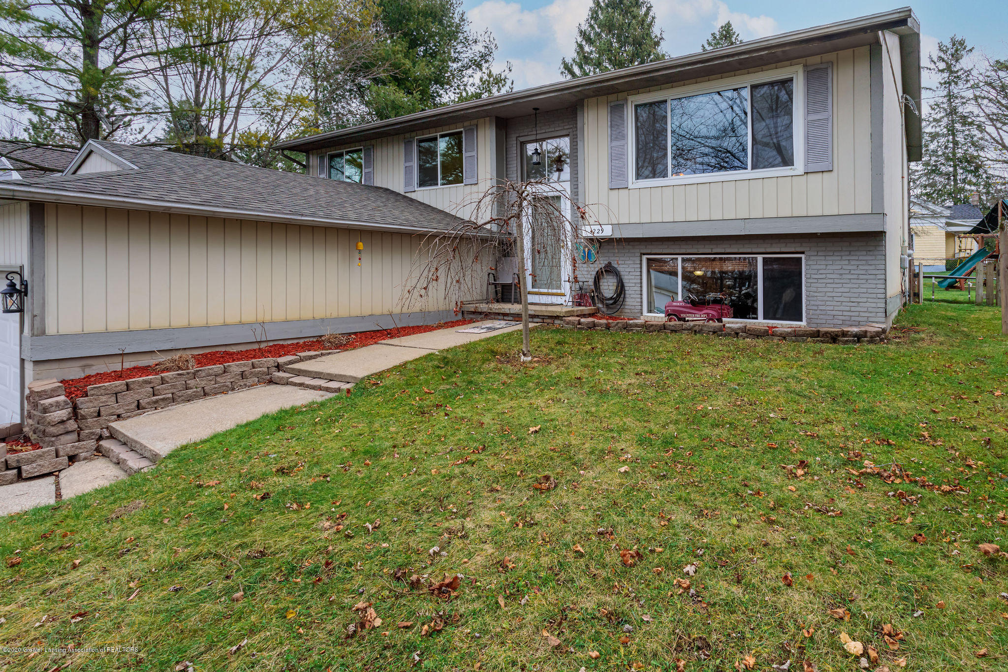 1229 Redpole Dr - Front/Curbside - 1