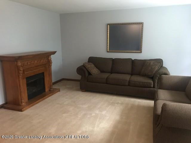 6196 Willow Hwy - LIVING ROOM - 4