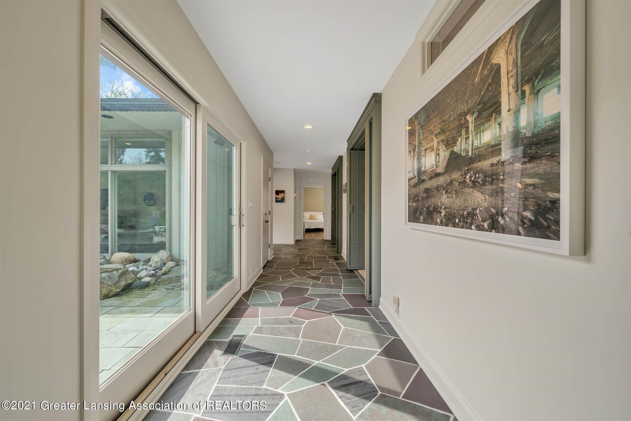 820 Southlawn Ave - MAIN FLOOR Gallery Hall - 20