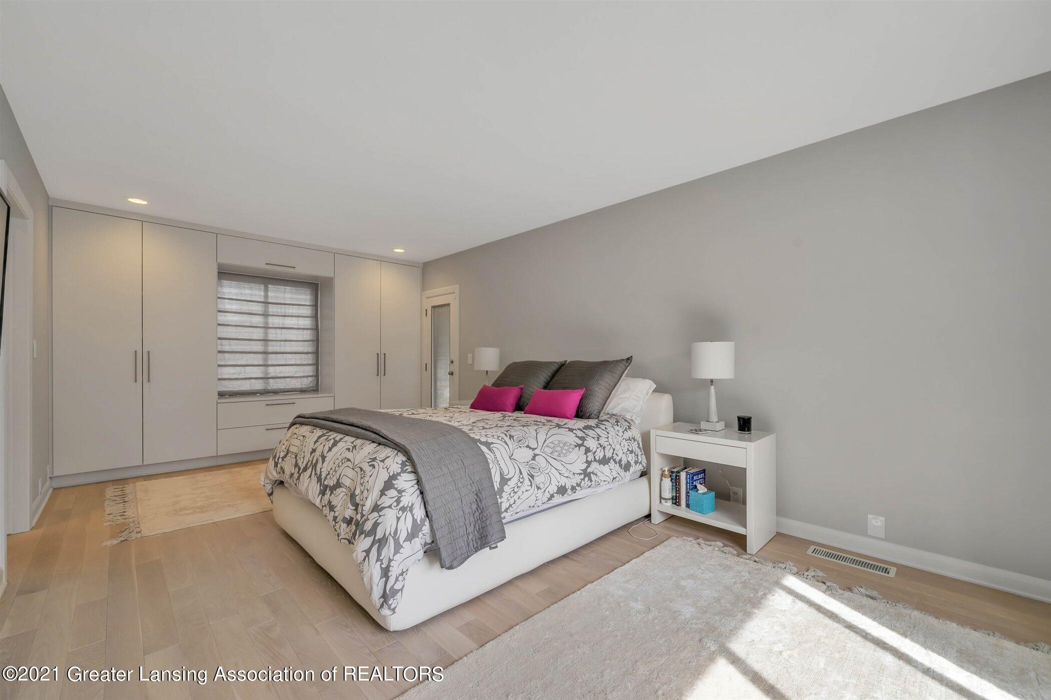 820 Southlawn Ave - MAIN FLOOR Primary Bathroom - 21