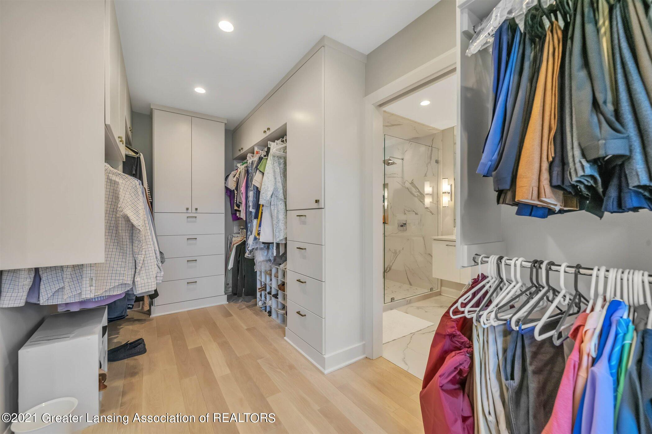 820 Southlawn Ave - MAIN FLOOR Primary Walk In Closet - 22