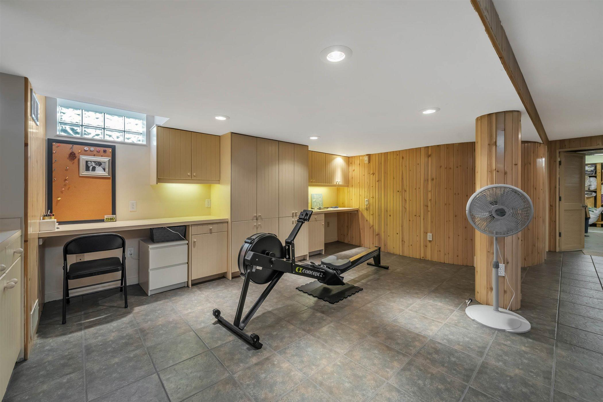 820 Southlawn Ave - LOWER LEVEL Recreation Area - 40