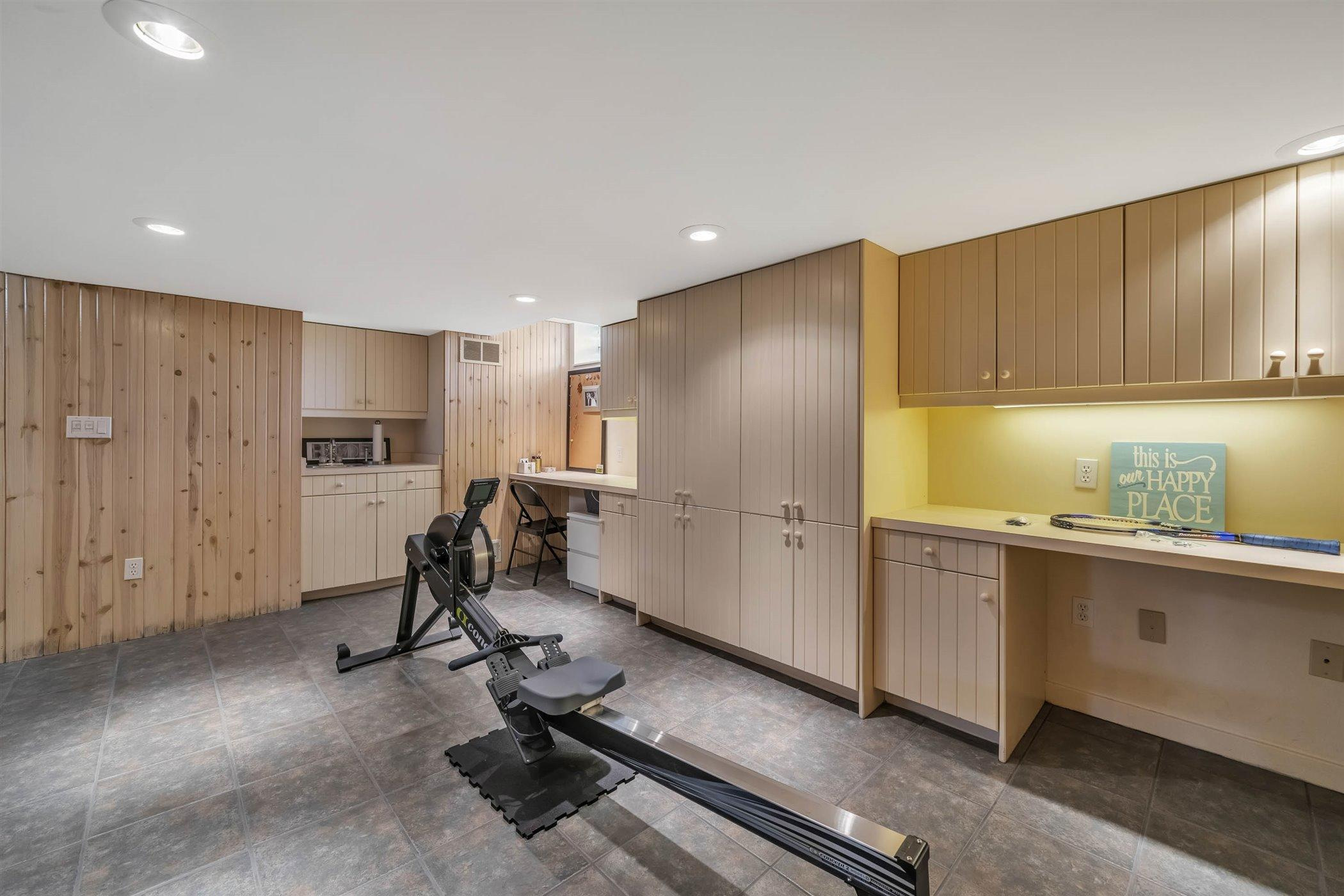 820 Southlawn Ave - LOWER LEVEL Recreation Area - 41
