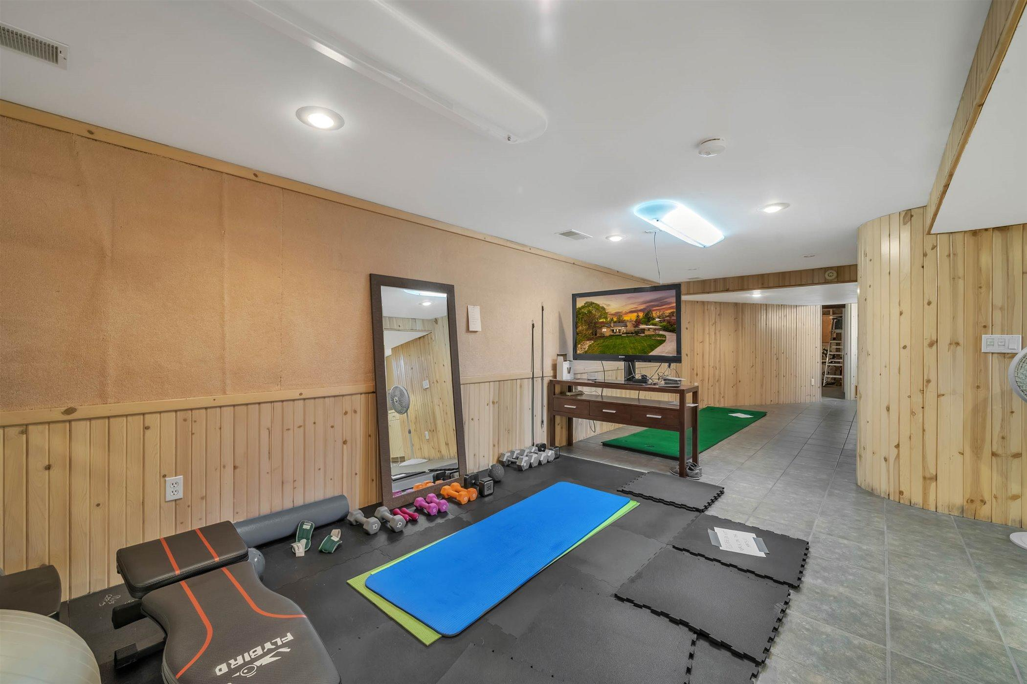 820 Southlawn Ave - LOWER LEVEL Exercise Area - 42