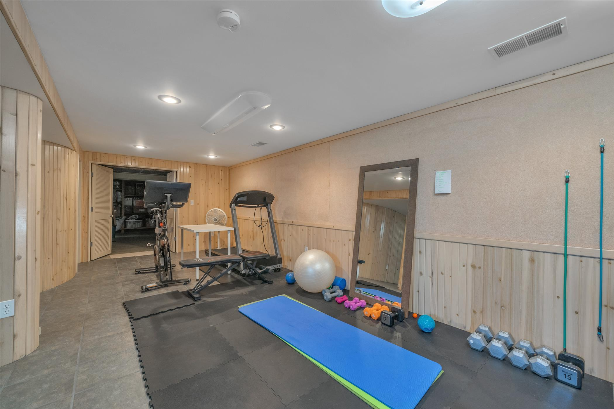 820 Southlawn Ave - LOWER LEVEL Exercise Area - 43