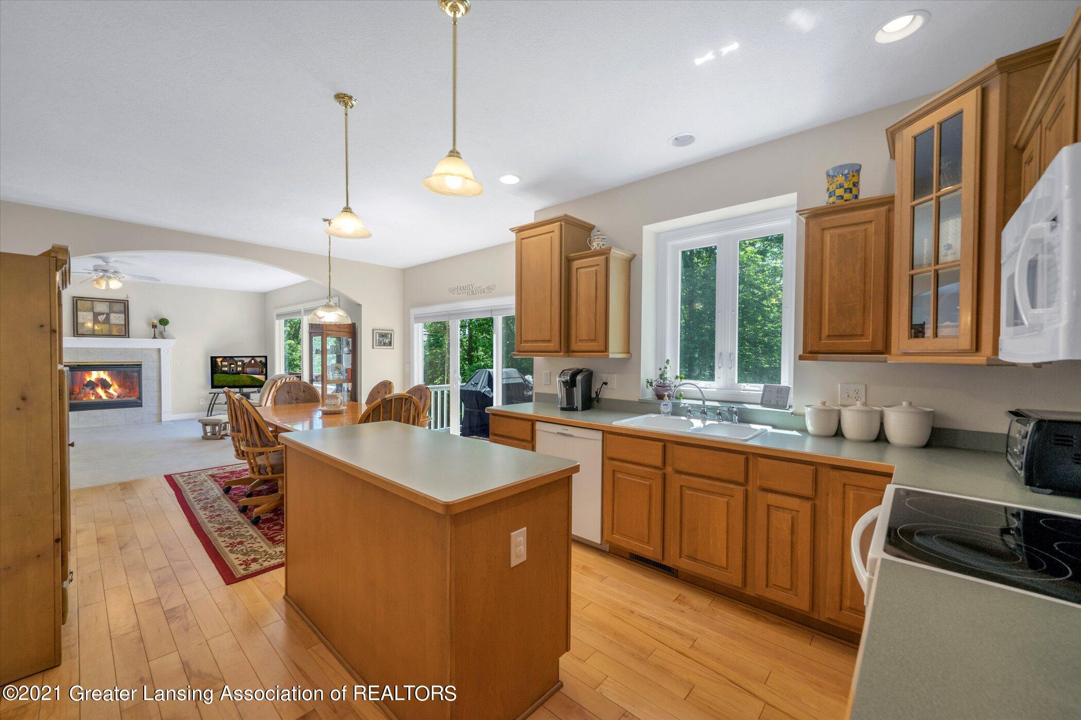 6542 White Clover Dr - MAIN FLOOR Kitchen - 7