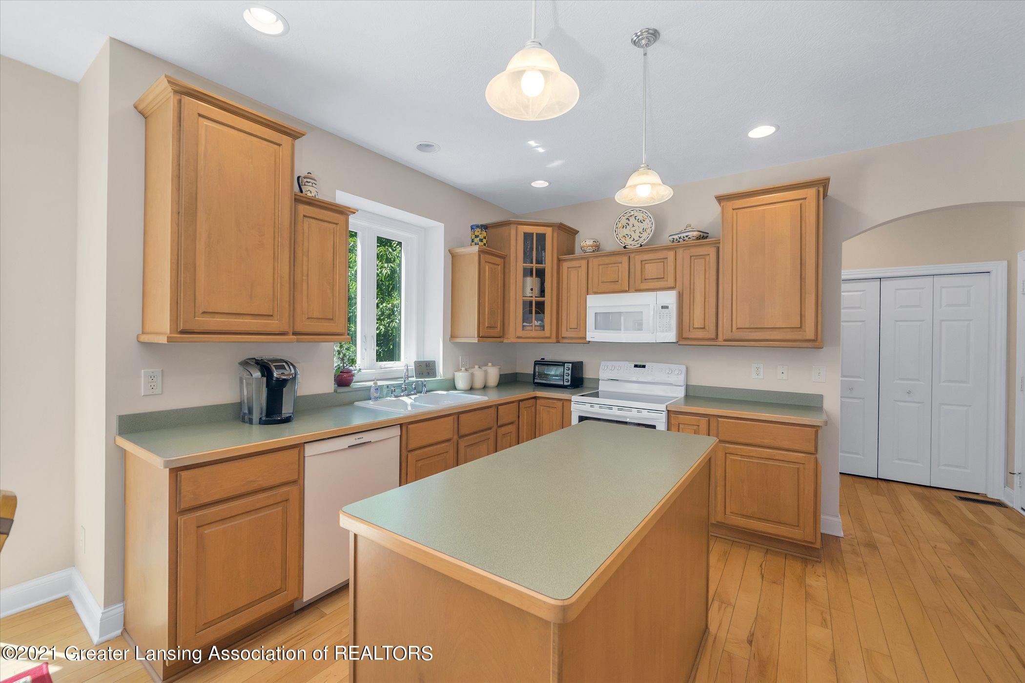 6542 White Clover Dr - MAIN FLOOR Kitchen - 8