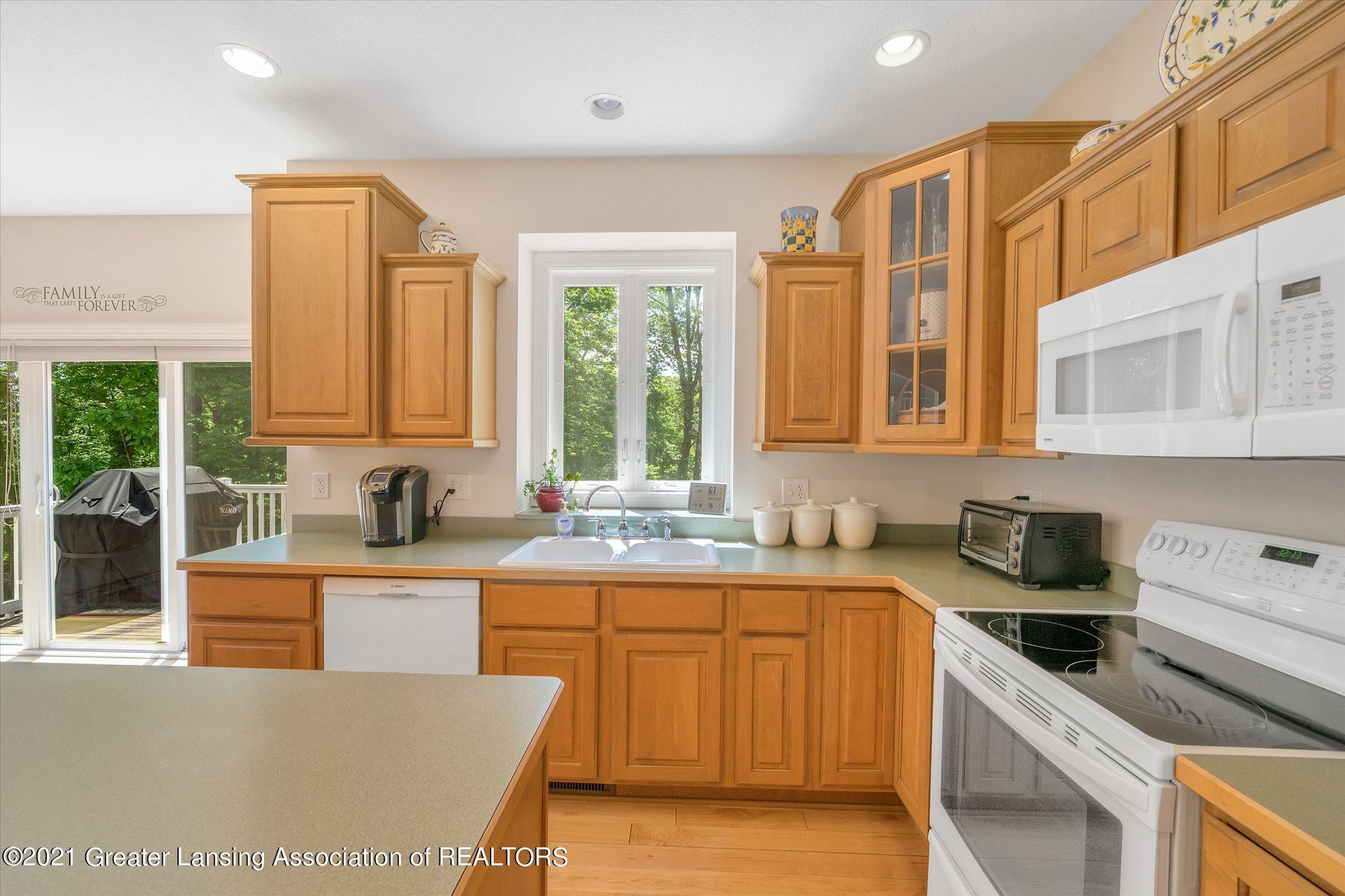 6542 White Clover Dr - MAIN FLOOR Kitchen - 9