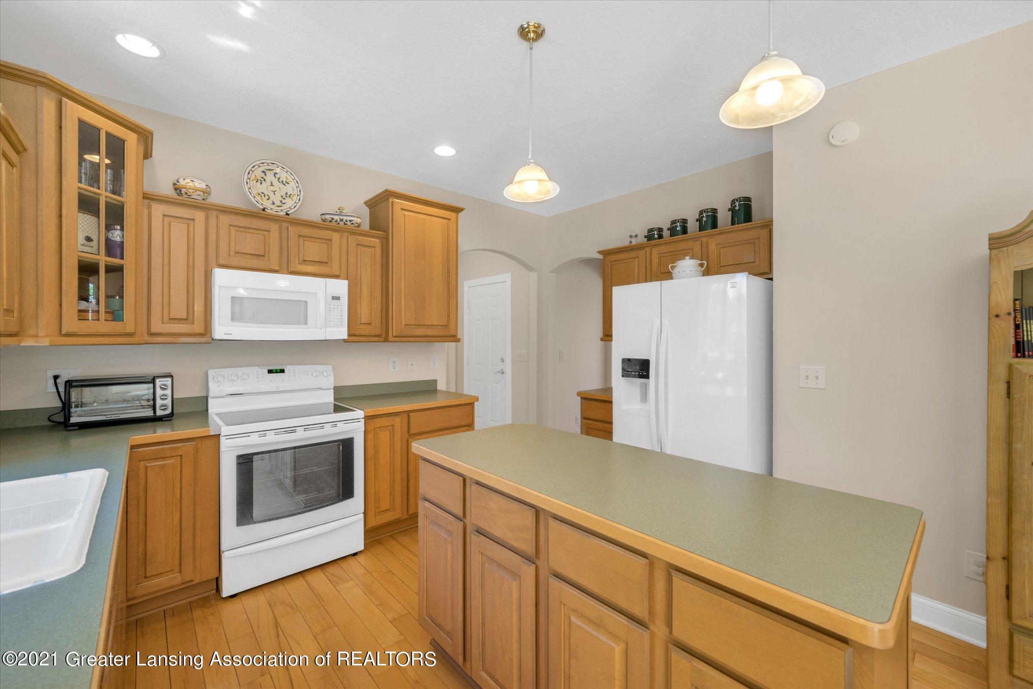 6542 White Clover Dr - MAIN FLOOR Kitchen - 10