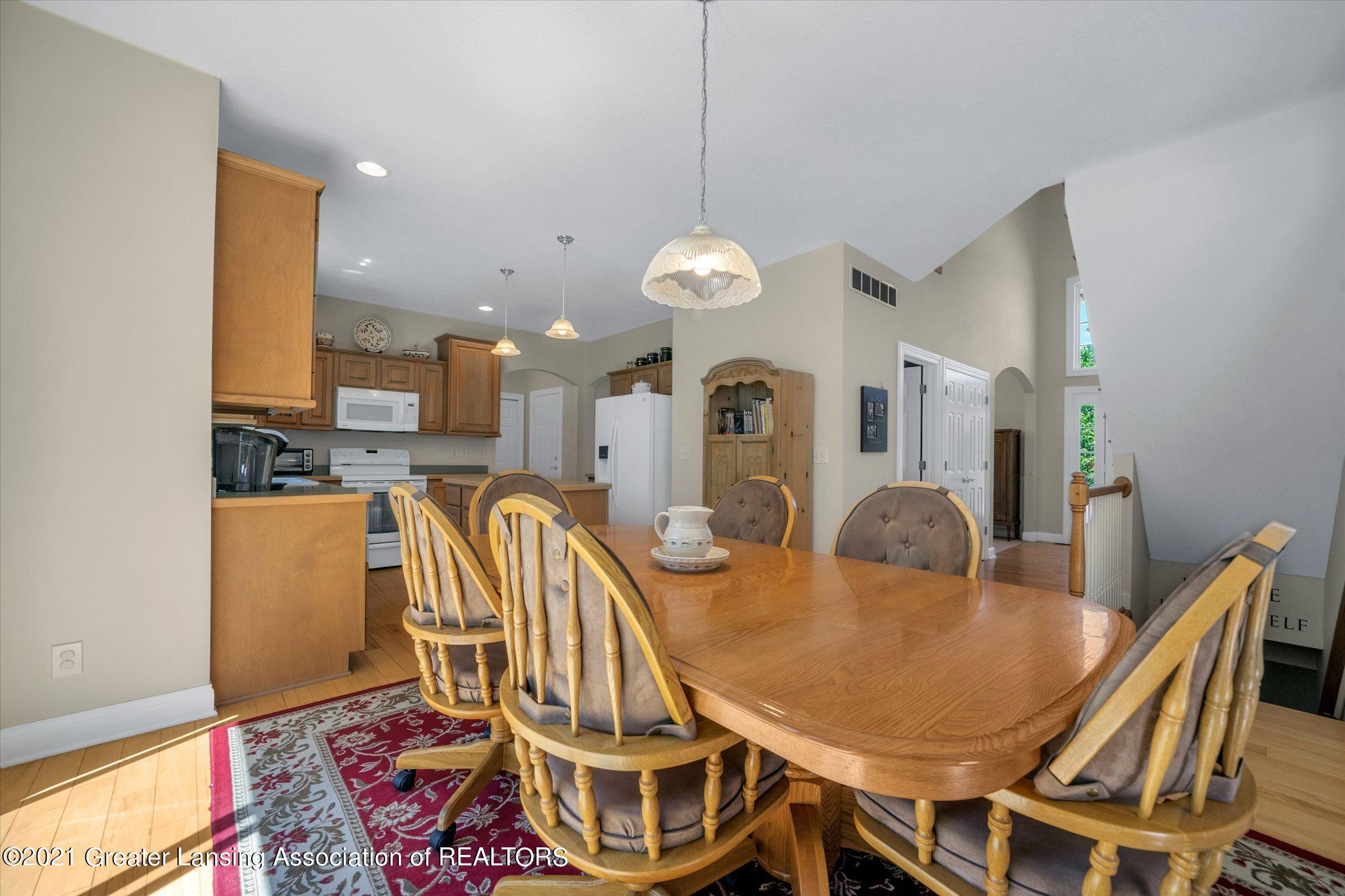6542 White Clover Dr - MAIN FLOOR Casual Dining Area - 13