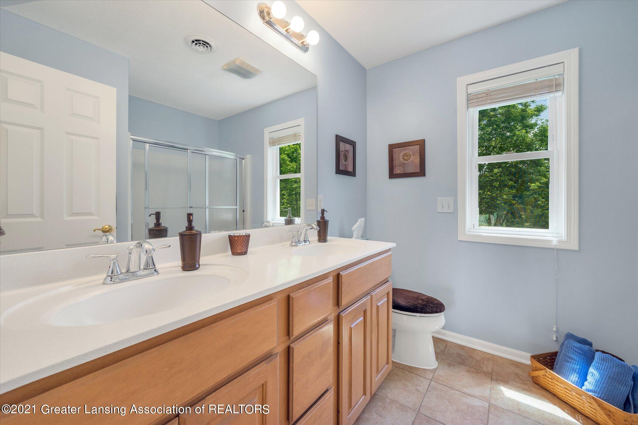 6542 White Clover Dr - UPPER LEVEL Full Bathroom - 27