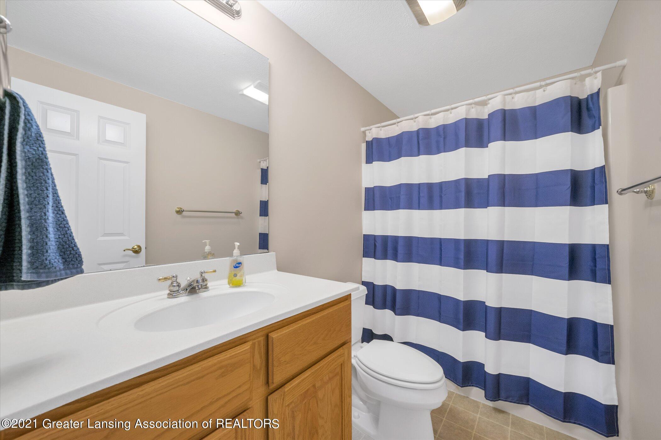 6542 White Clover Dr - LOWER LEVEL Full Bathroom - 37