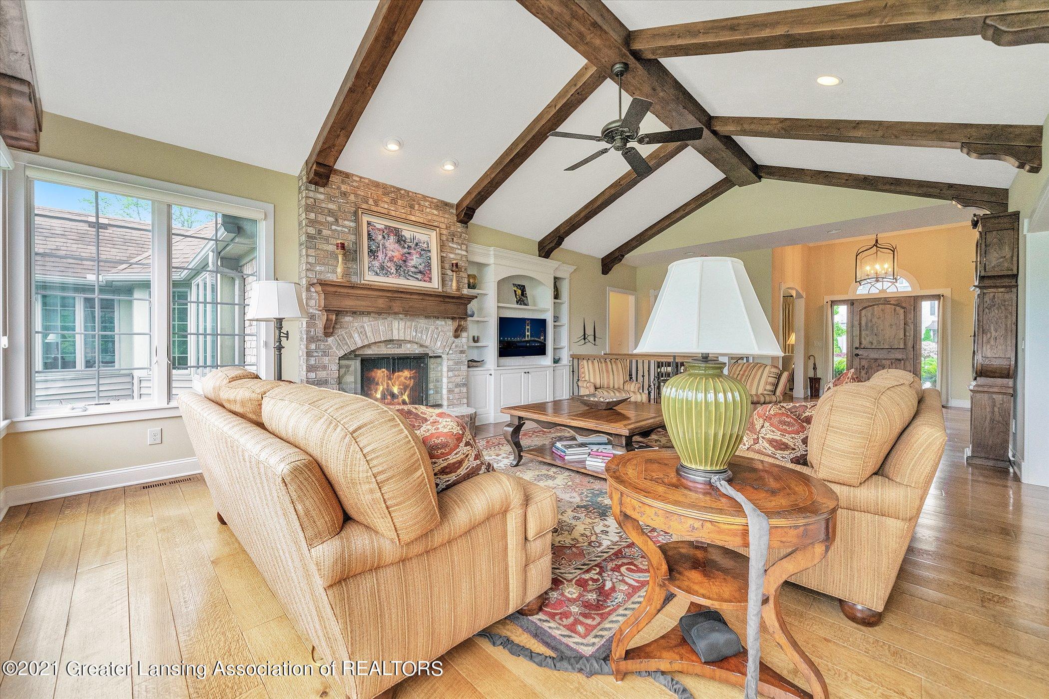 6330 Pine Hollow Dr - MAIN FLOOR Family Room - 14