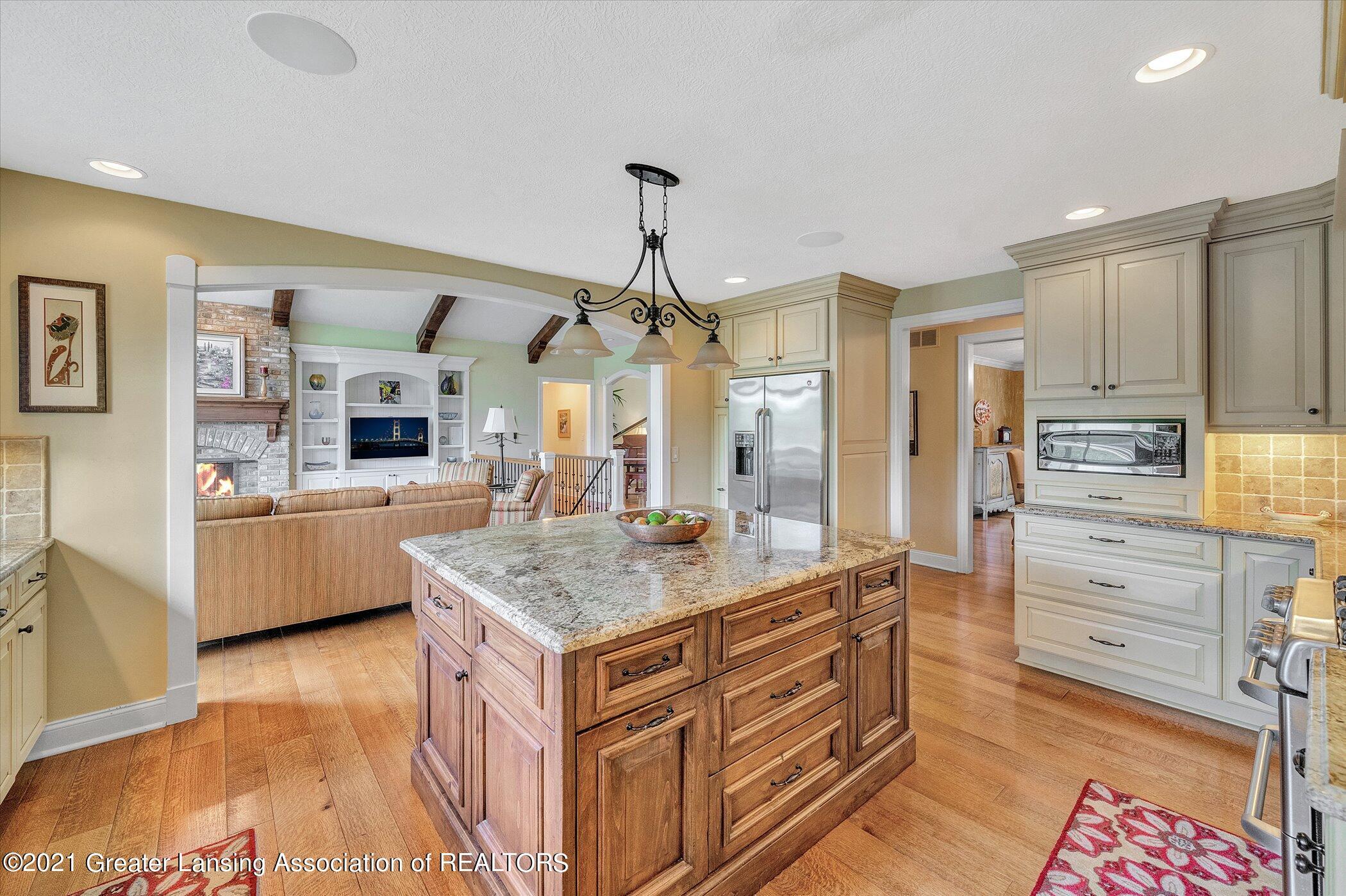 6330 Pine Hollow Dr - MAIN FLOOR Kitchen - 16