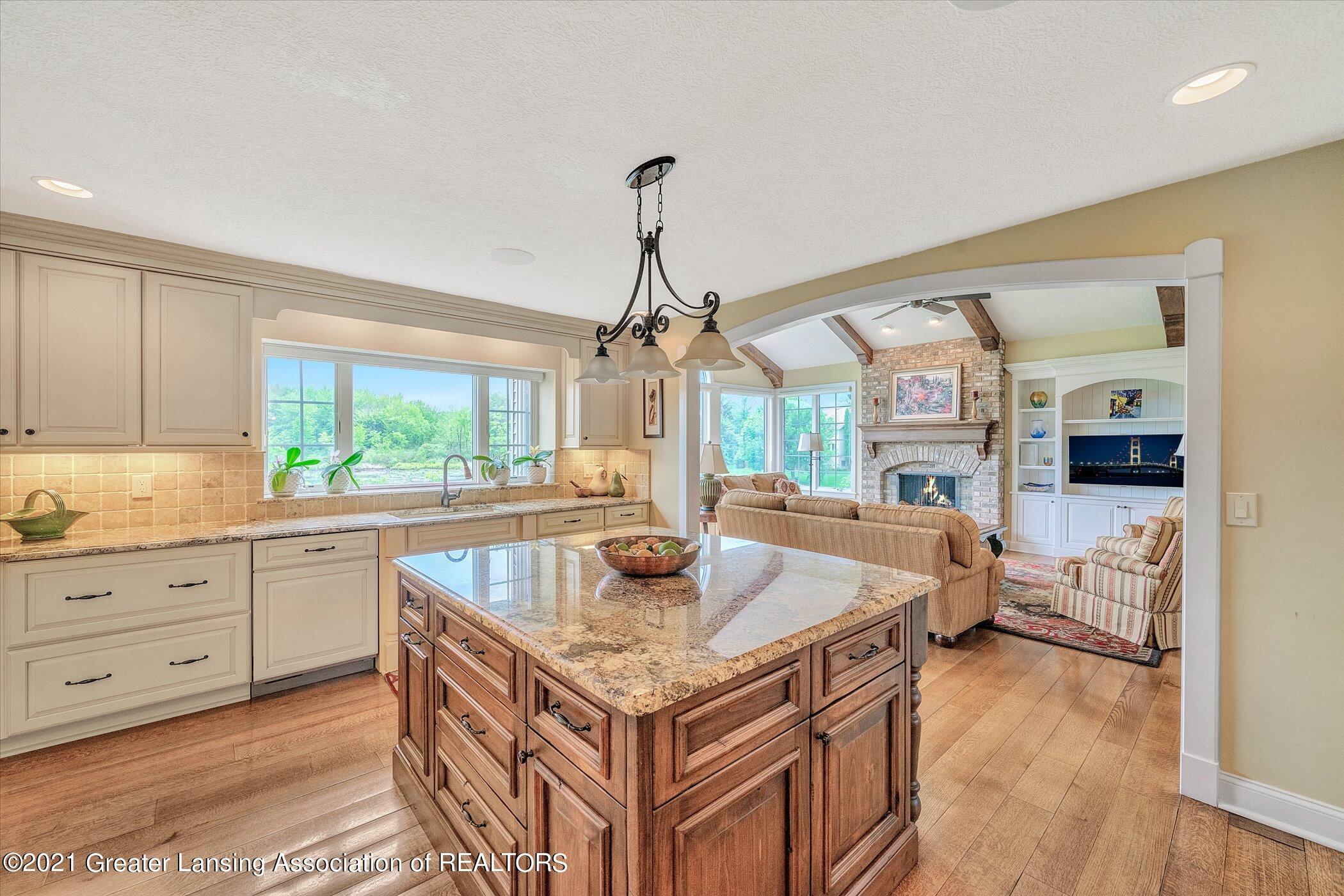 6330 Pine Hollow Dr - MAIN FLOOR Kitchen - 18