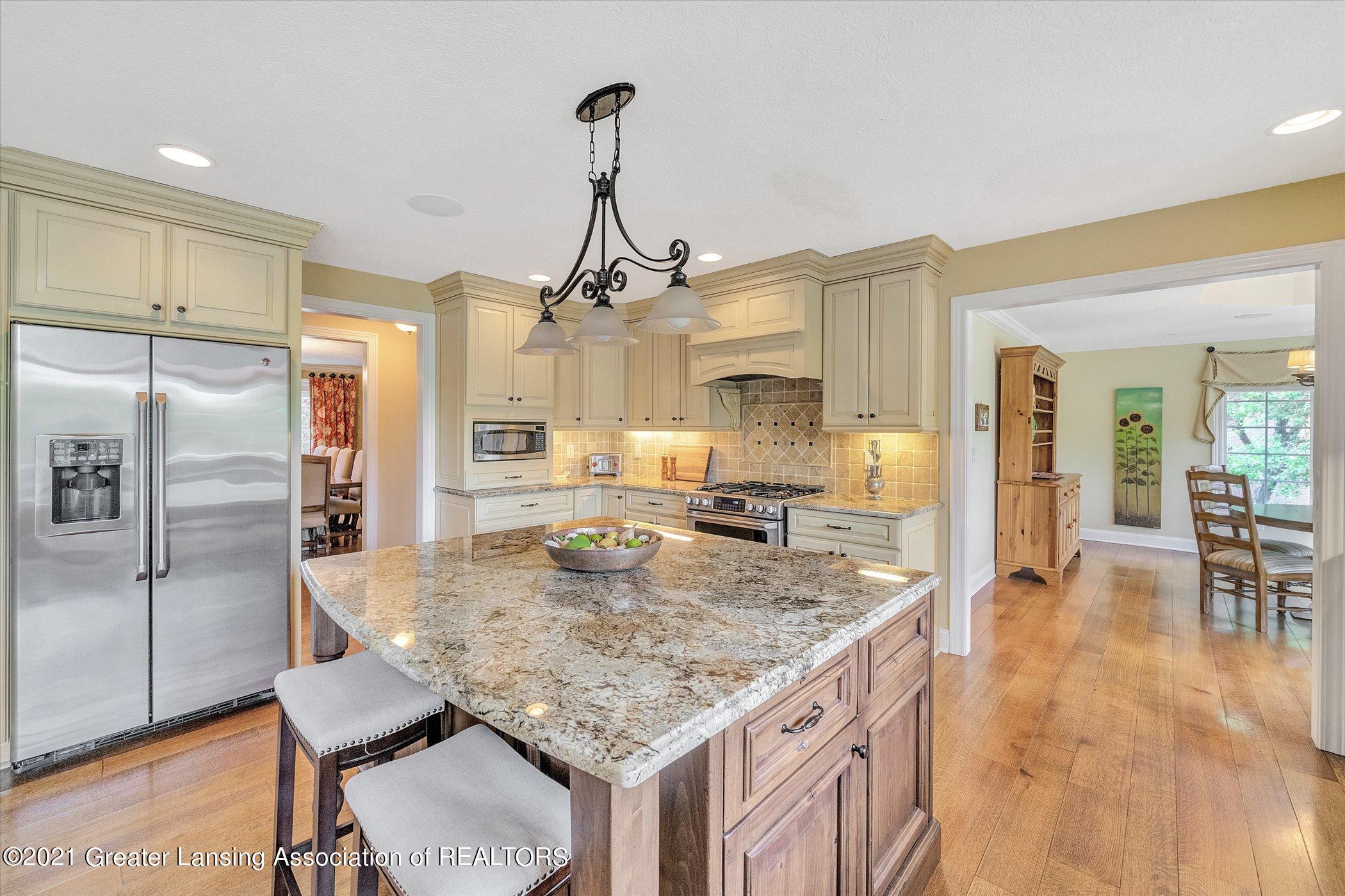 6330 Pine Hollow Dr - MAIN FLOOR Kitchen - 19