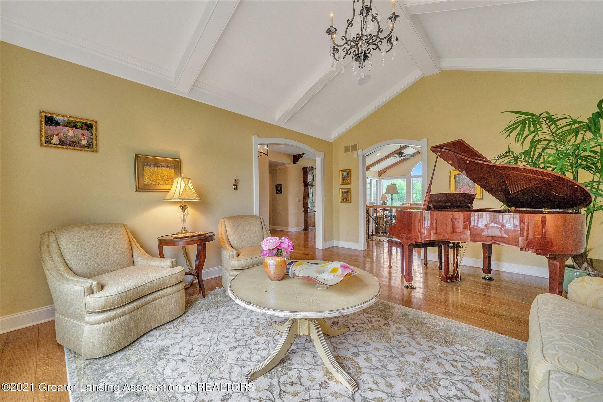 6330 Pine Hollow Dr - MAIN FLOOR Living Room - 22
