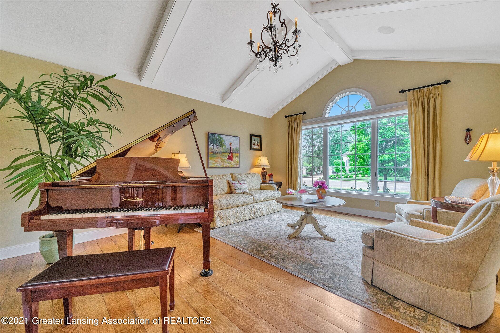 6330 Pine Hollow Dr - MAIN FLOOR Living Room - 23