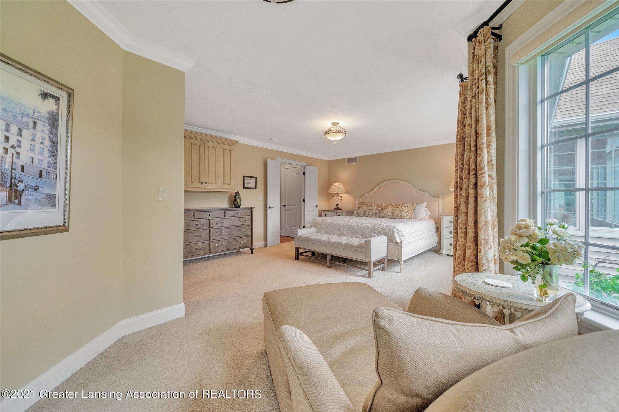 6330 Pine Hollow Dr - MAIN FLOOR Primary Bedroom - 27