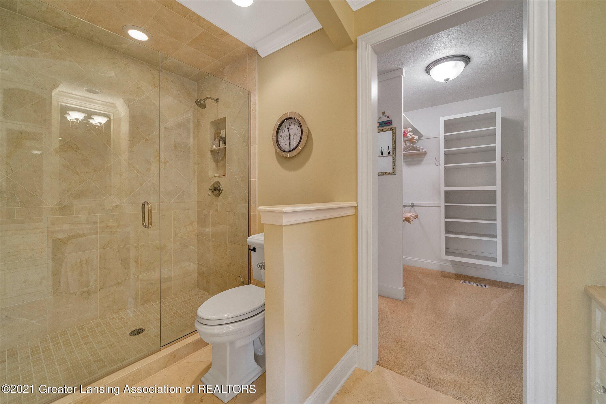 6330 Pine Hollow Dr - MAIN FLOOR Primary Bathroom - 30