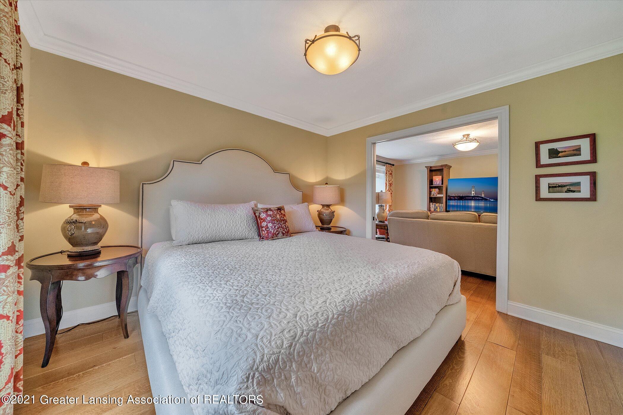 6330 Pine Hollow Dr - MAIN FLOOR Bedroom Suite - 32