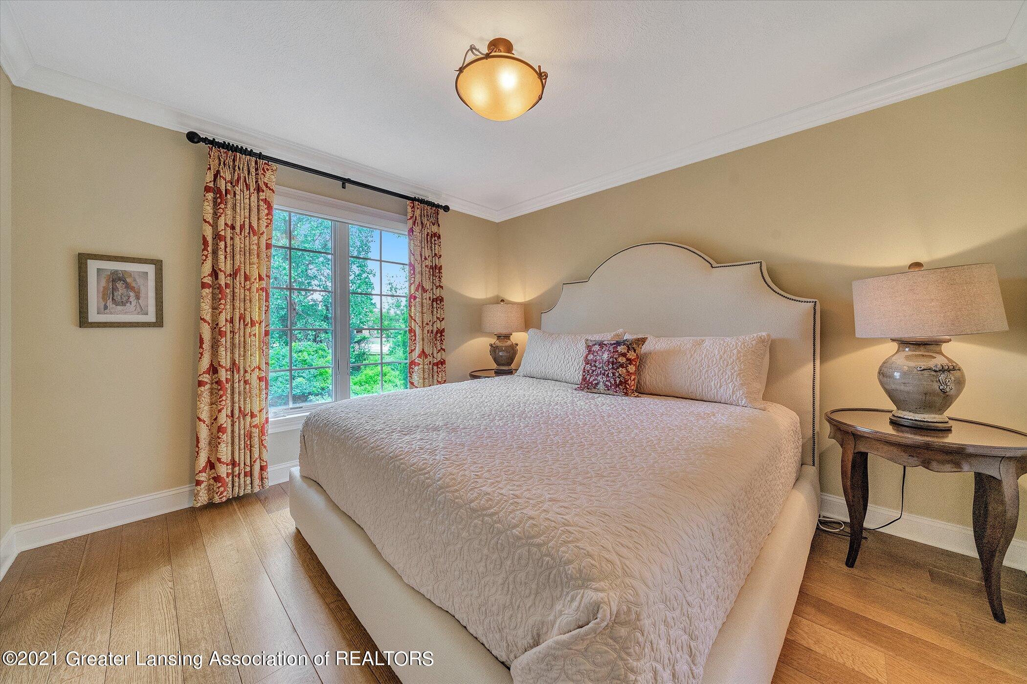 6330 Pine Hollow Dr - MAIN FLOOR Bedroom Suite - 33