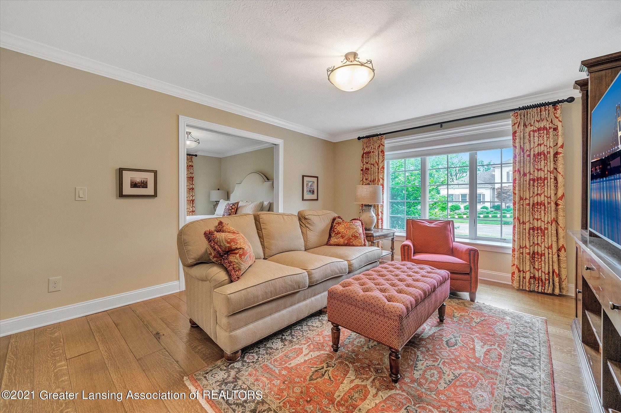 6330 Pine Hollow Dr - MAIN FLOOR Bedroom Suite - 35