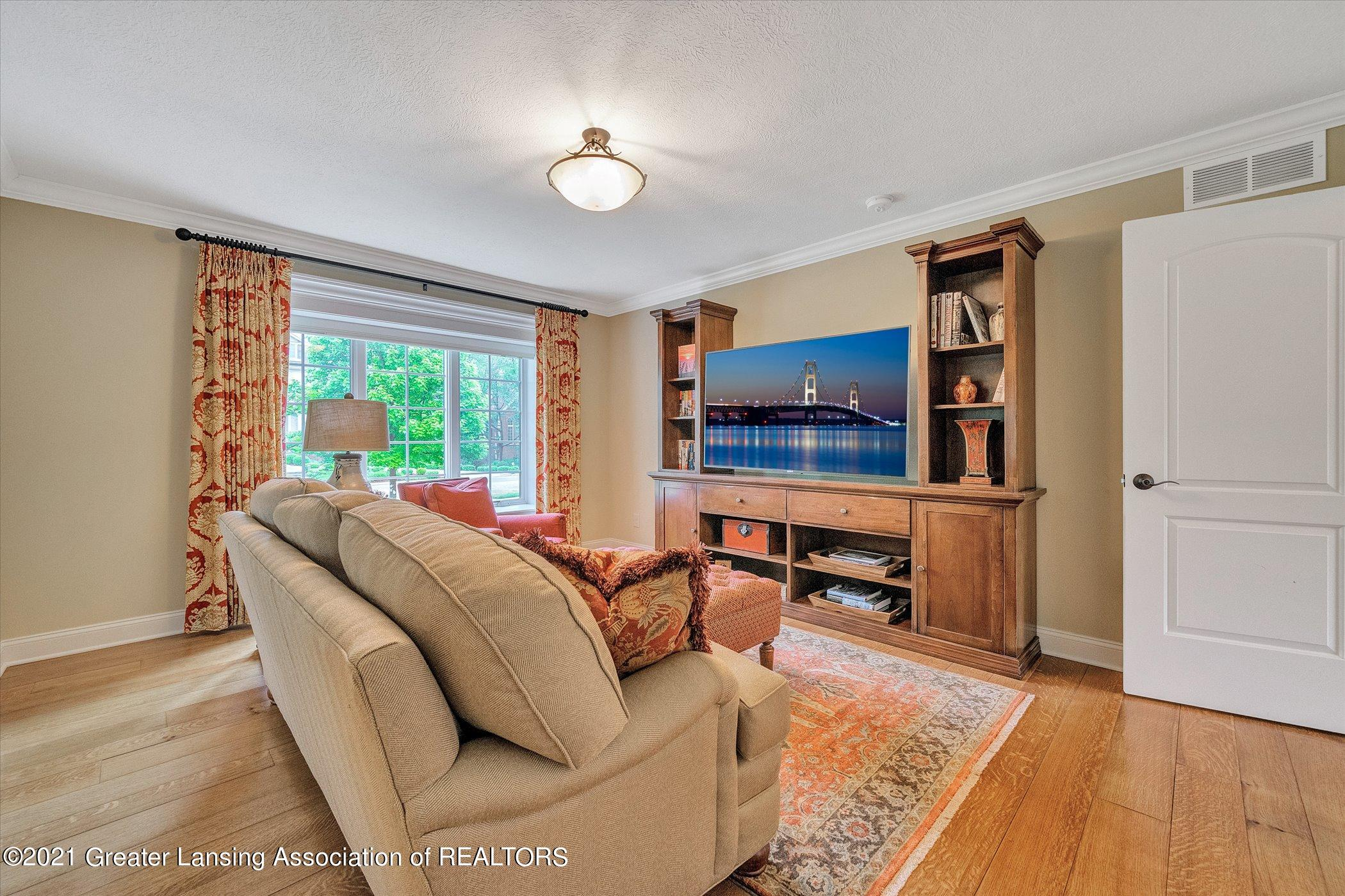 6330 Pine Hollow Dr - MAIN FLOOR Bedroom Suite - 36