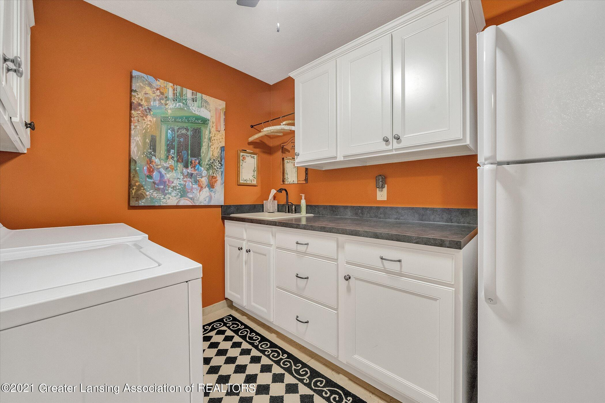 6330 Pine Hollow Dr - MAIN FLOOR Laundry Room - 37