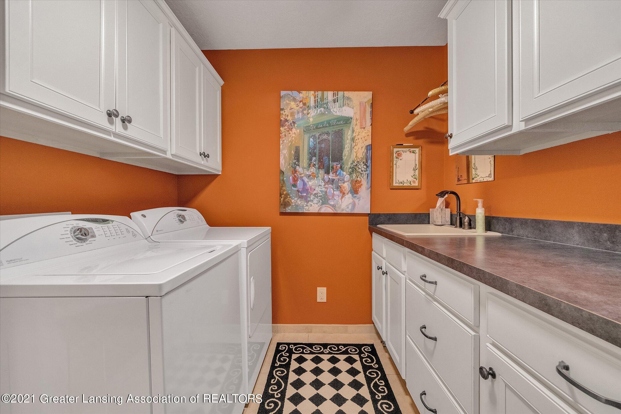6330 Pine Hollow Dr - MAIN FLOOR Laundry Room - 38