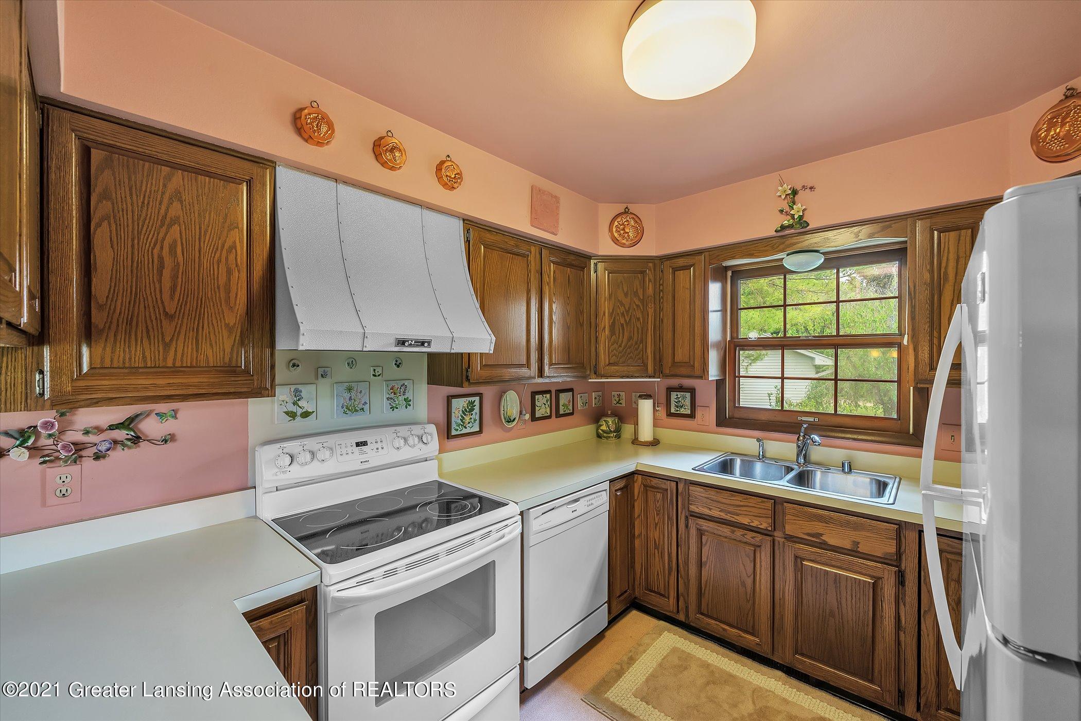 5556 Wood Valley Dr - (9) MAIN FLOOR Kitchen - 9