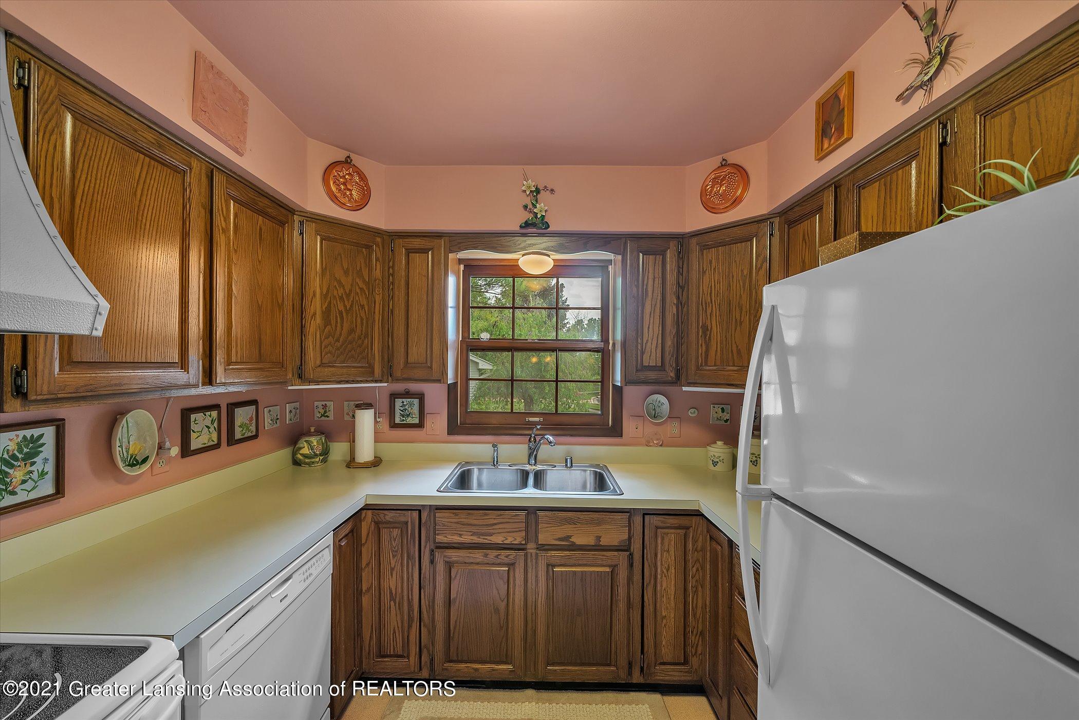 5556 Wood Valley Dr - (10) MAIN FLOOR Kitchen - 10