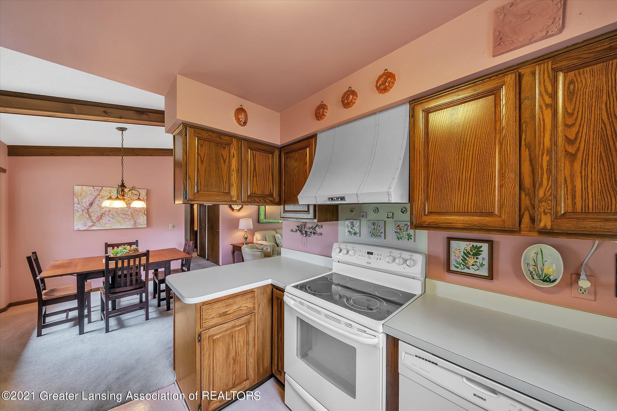 5556 Wood Valley Dr - (11) MAIN FLOOR Kitchen - 11