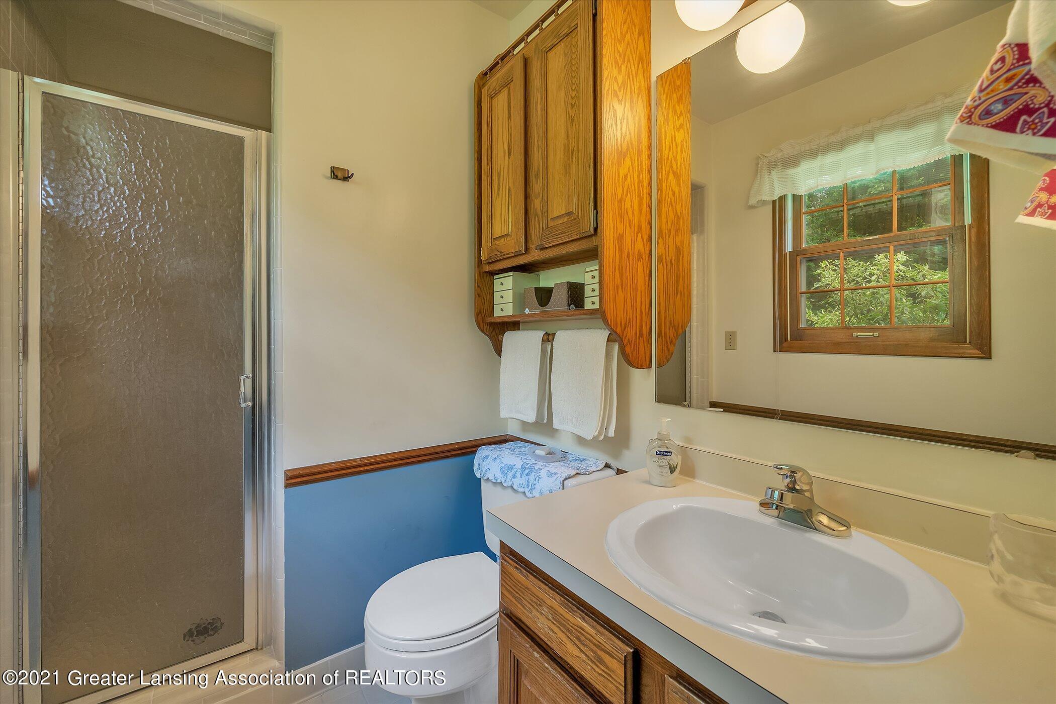 5556 Wood Valley Dr - (14) MAIN FLOOR Primary Bathroom - 14