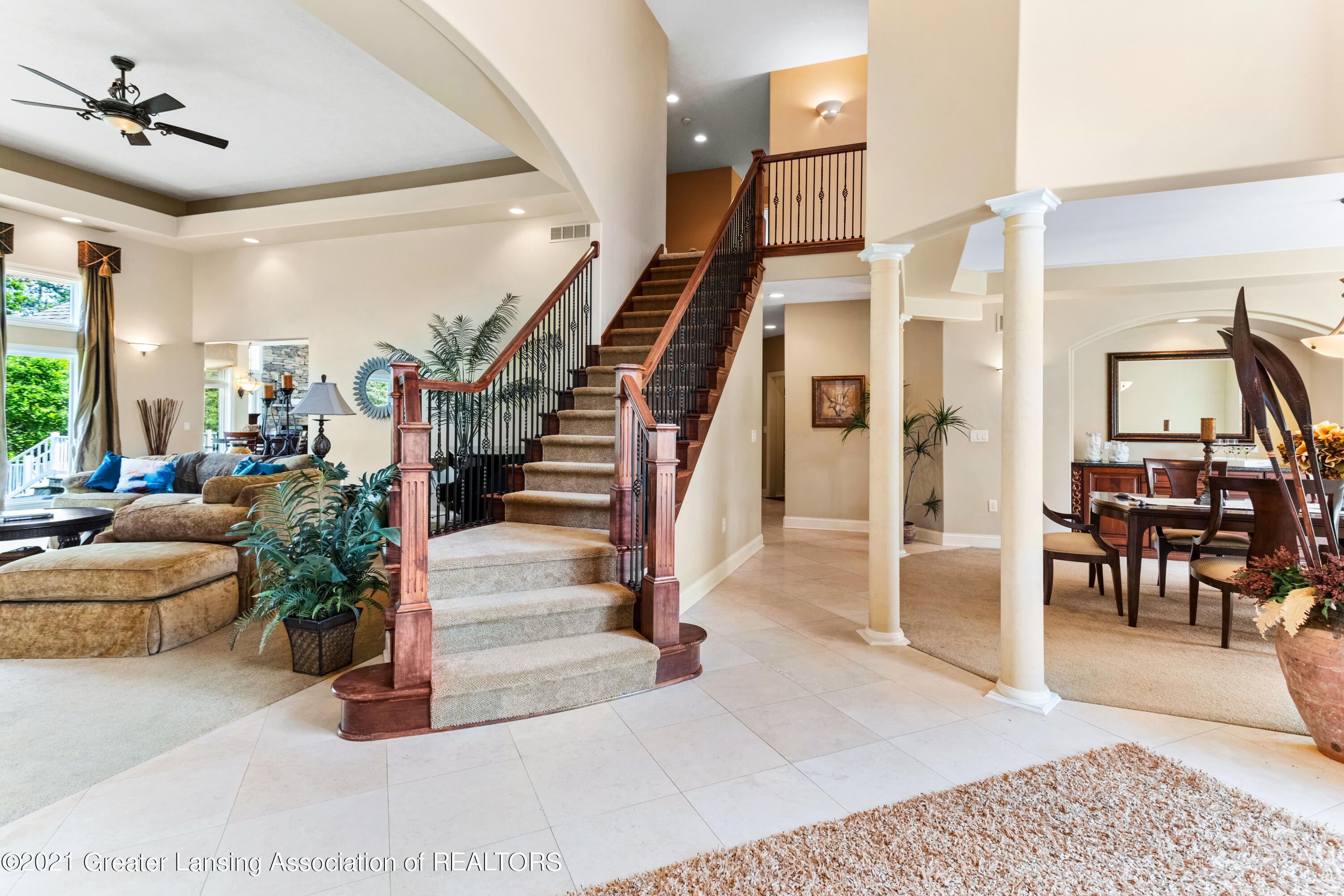 910 Abbey Rd - Staircase - 6