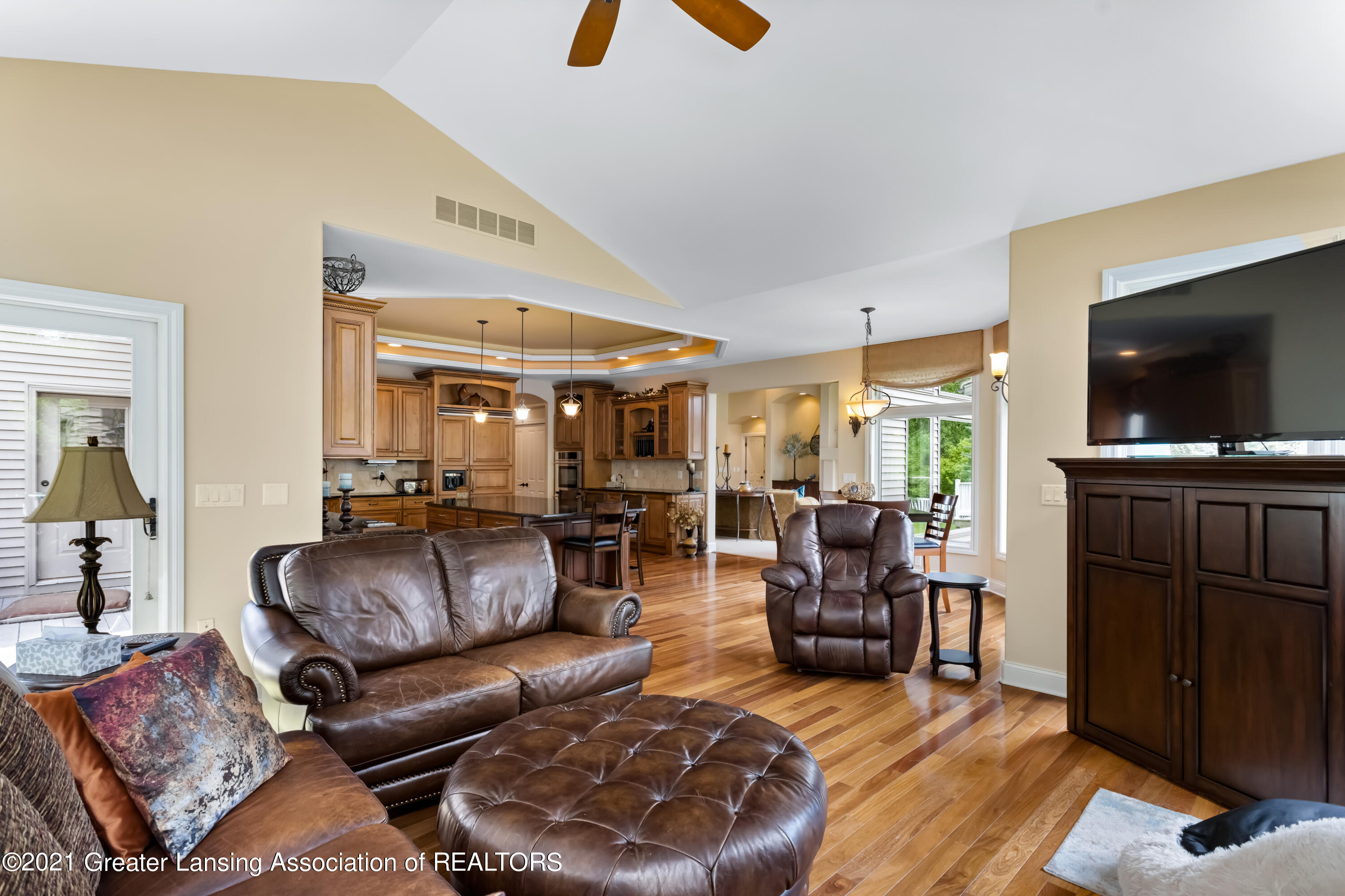 910 Abbey Rd - Hearth to kitchen - 19