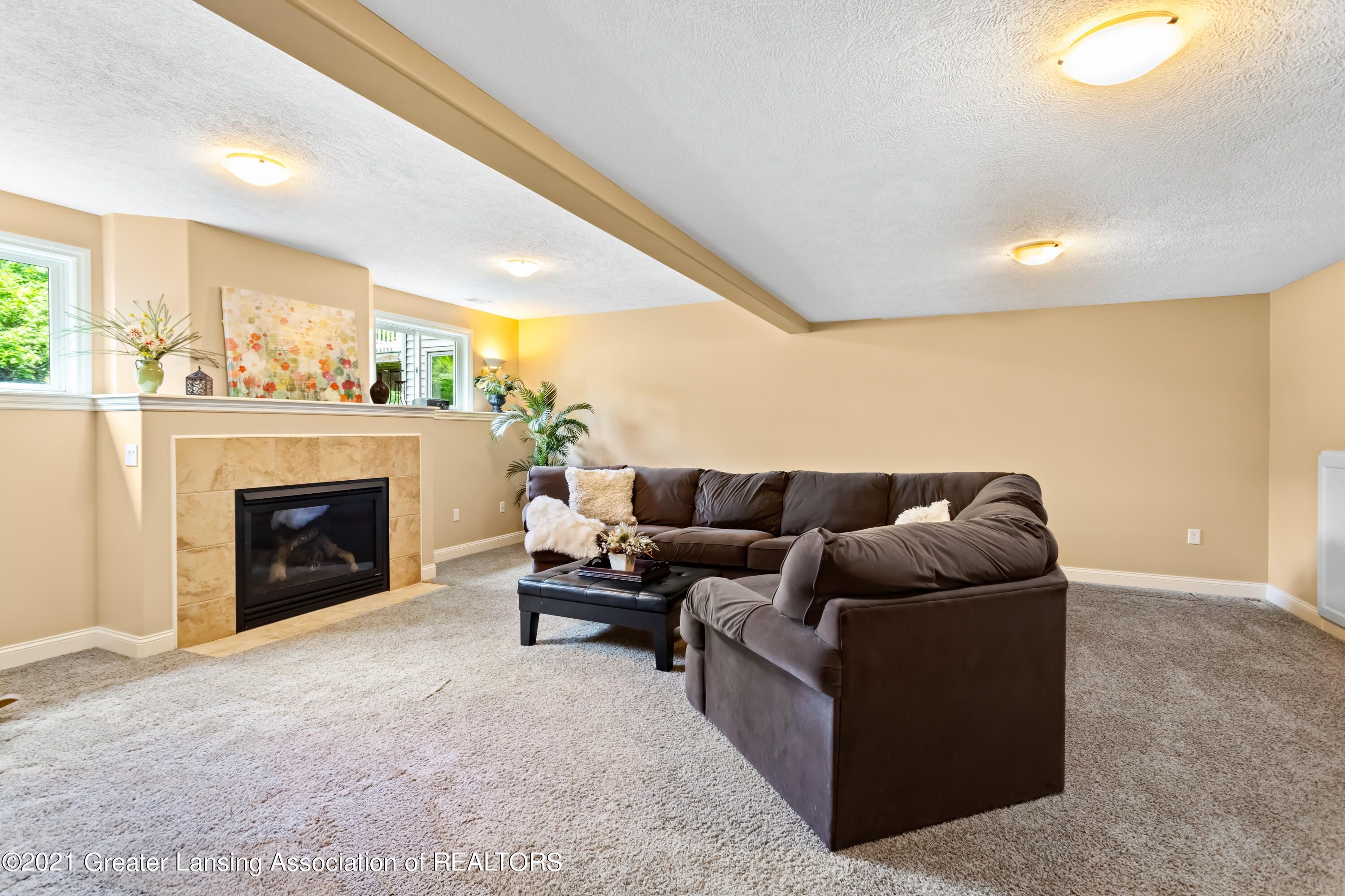 910 Abbey Rd - lower family rm - 45
