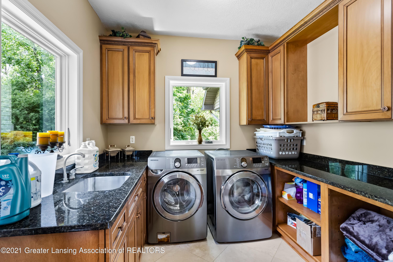 910 Abbey Rd - 1st floor laundry - 28