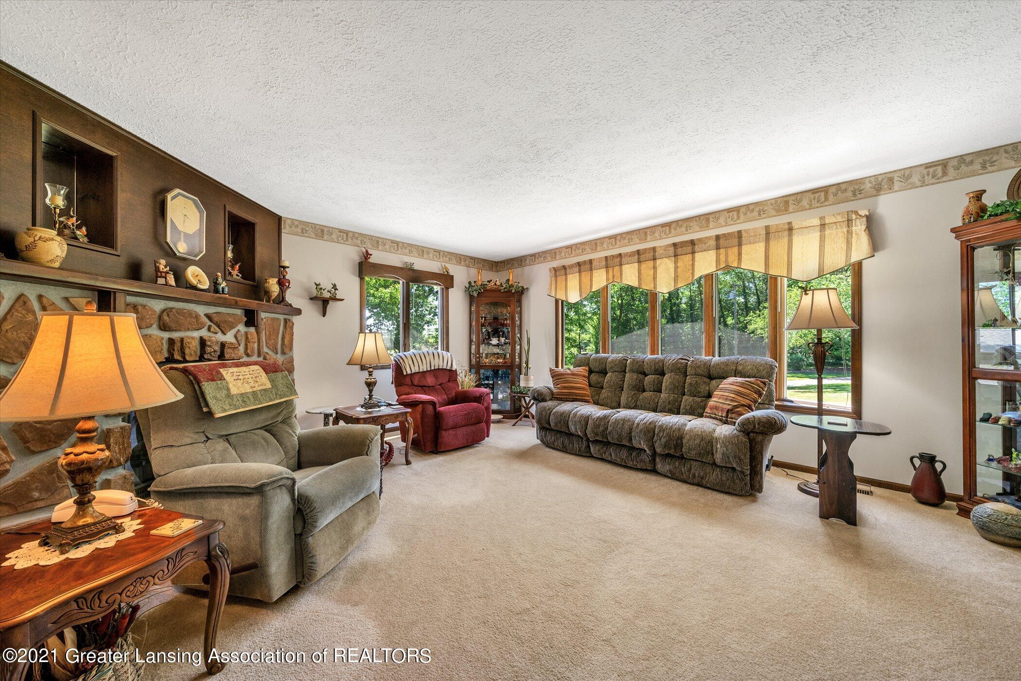 7851 S Cochran Rd - (6) MAIN FLOOR Living Room - 6