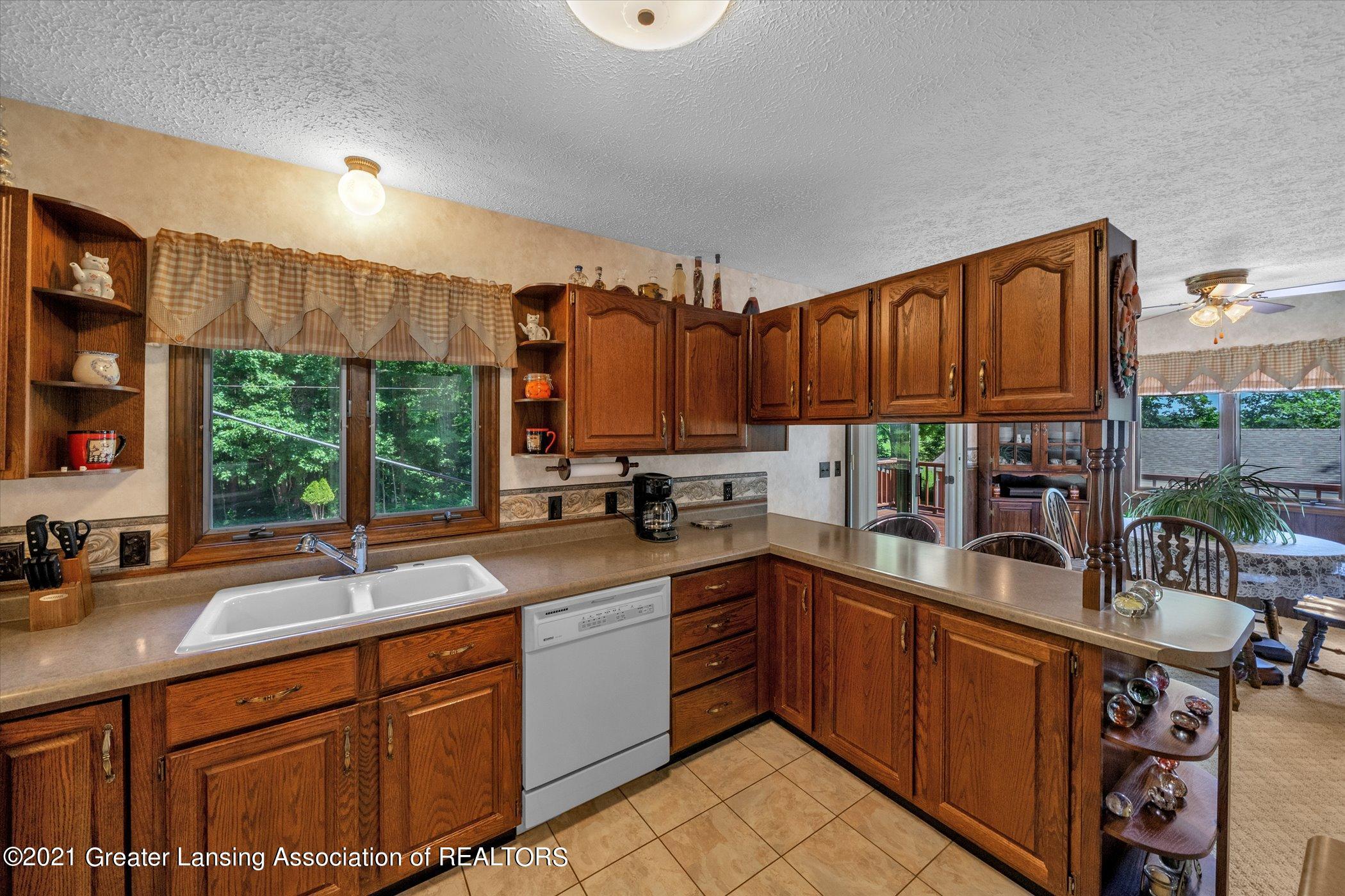 7851 S Cochran Rd - (7) MAIN FLOOR Kitchen - 7