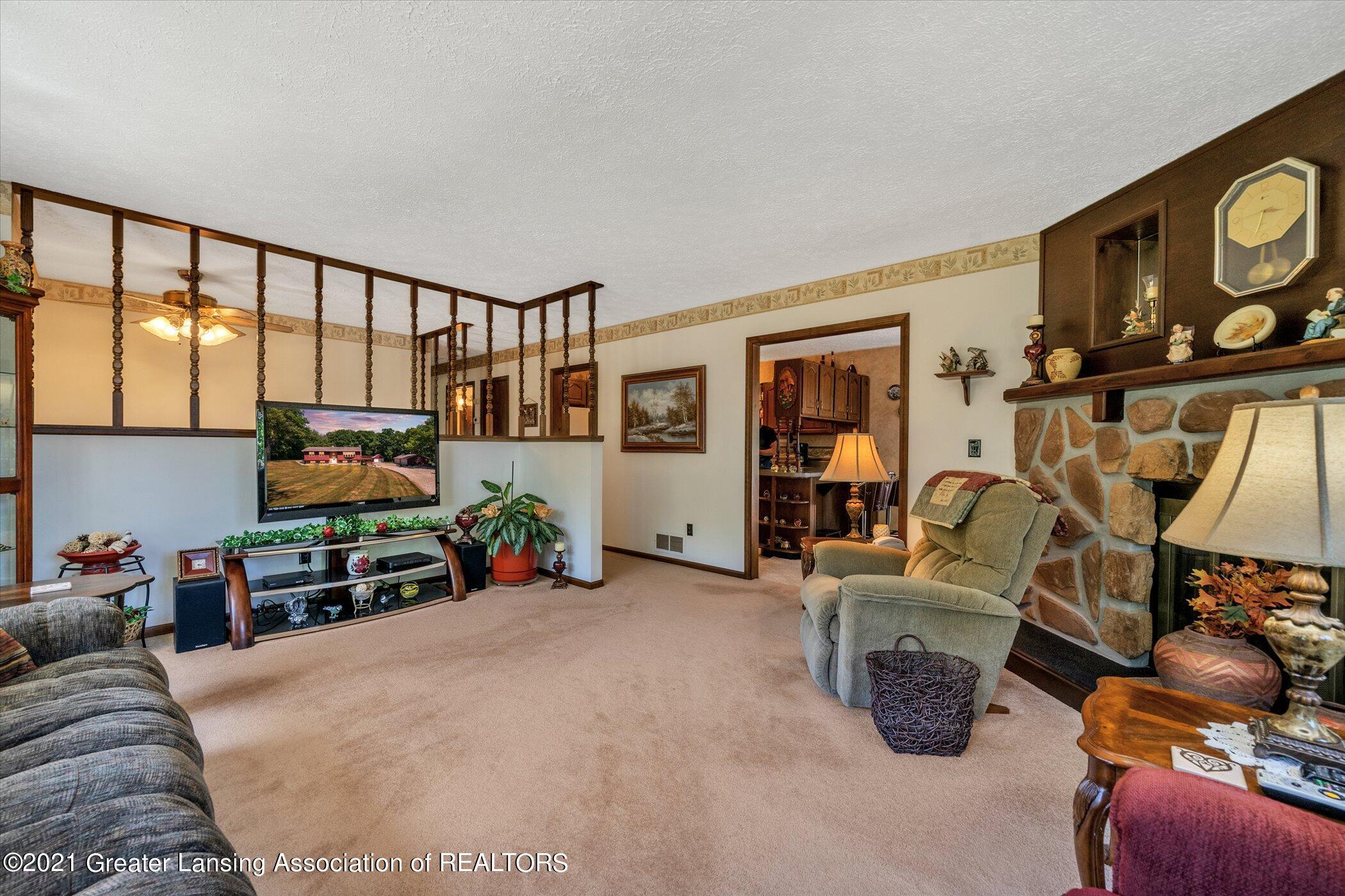 7851 S Cochran Rd - (11) MAIN FLOOR Living Room - 11