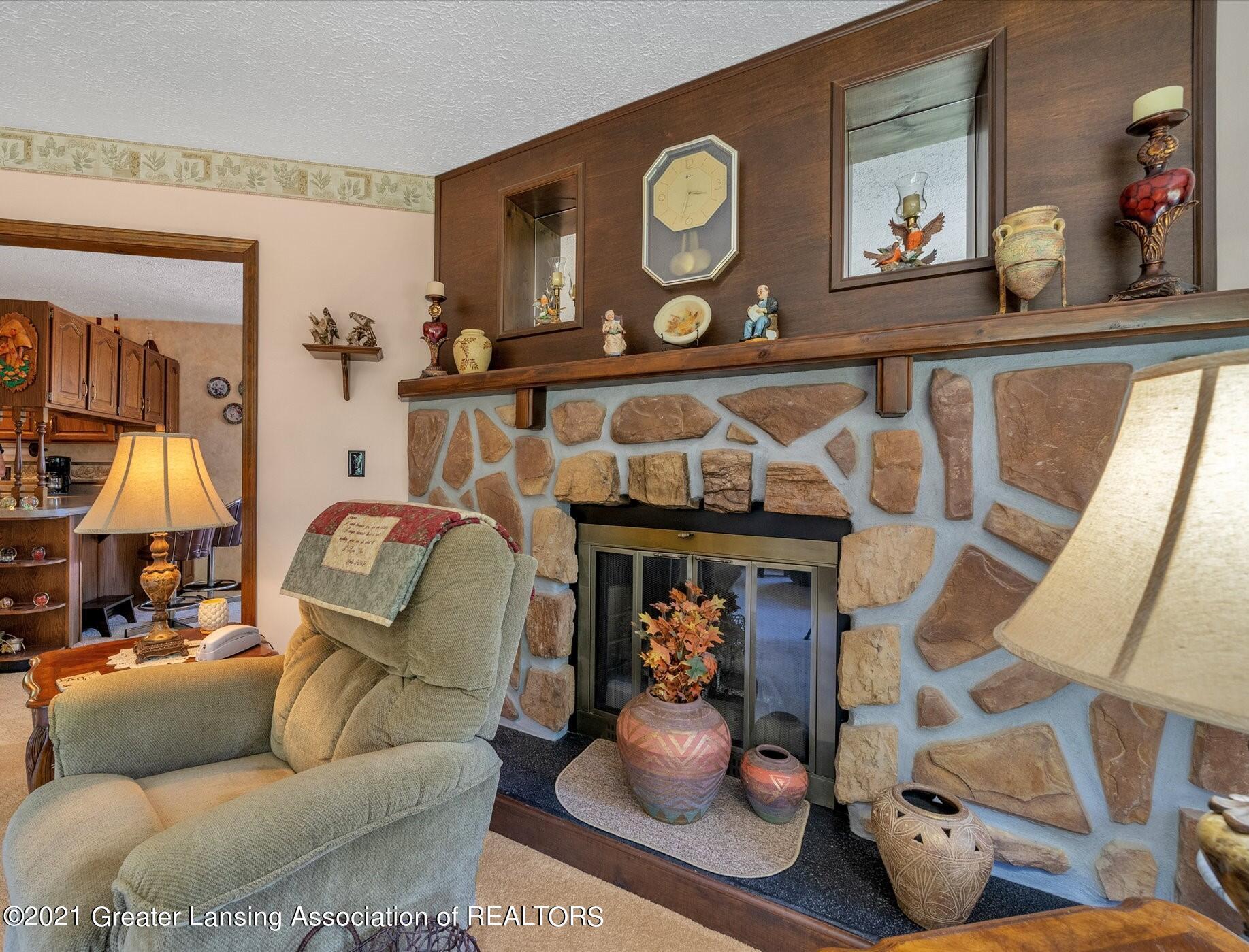 7851 S Cochran Rd - (12) MAIN FLOOR Living Room - 12