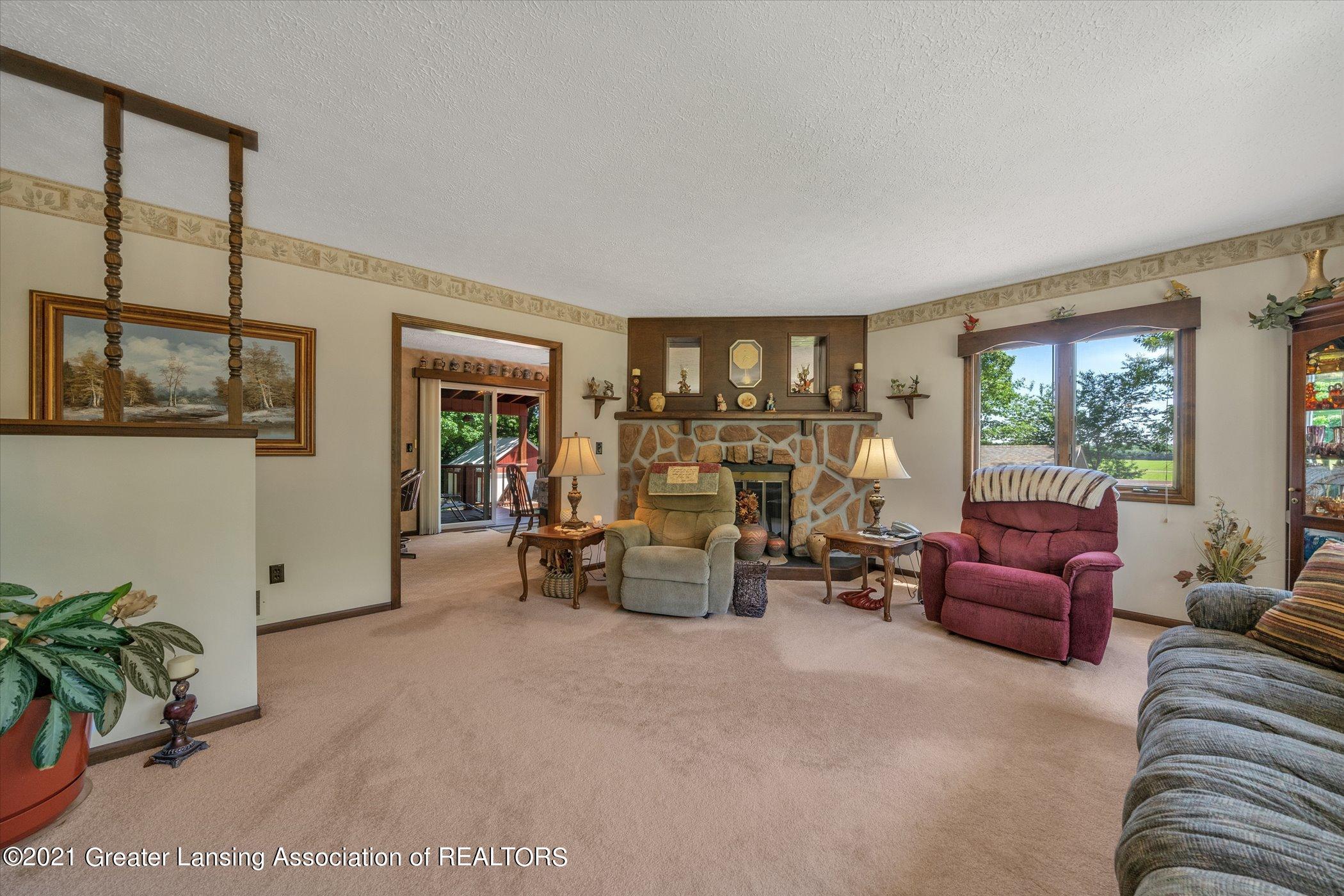 7851 S Cochran Rd - (13) MAIN FLOOR Living Room - 13
