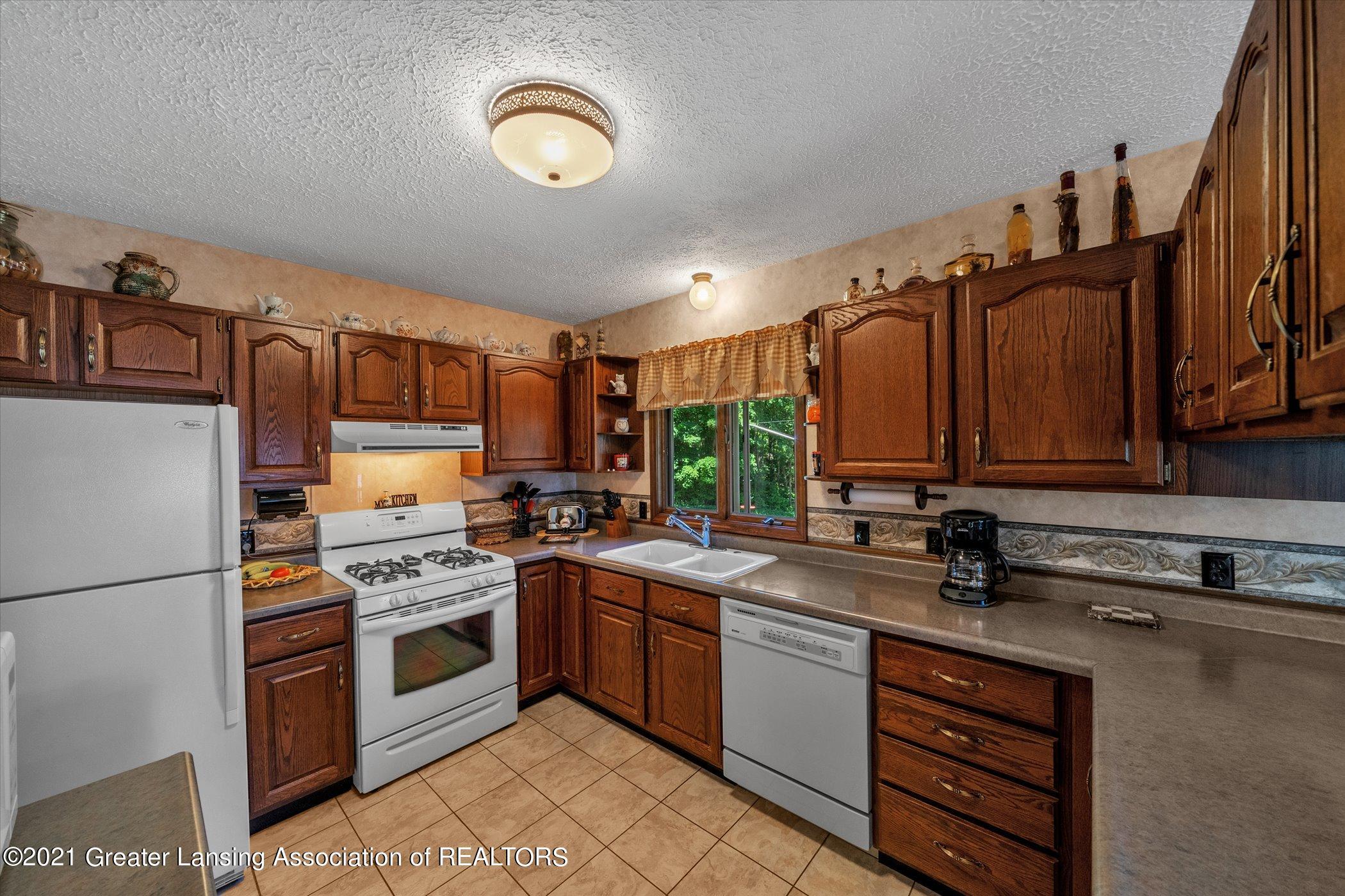 7851 S Cochran Rd - (14) MAIN FLOOR Kitchen - 14